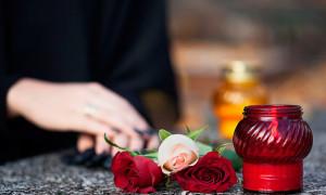 Материальная помощь на похороны родственника — размер и как ее получить?