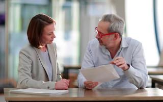 Как правильно оформить дарение квартиры жене?