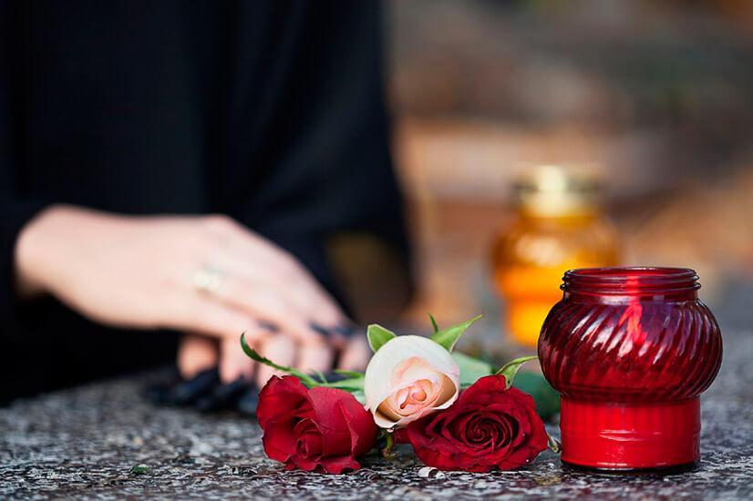 Материальная помощь на похороны родственника - размер и как ее получить?