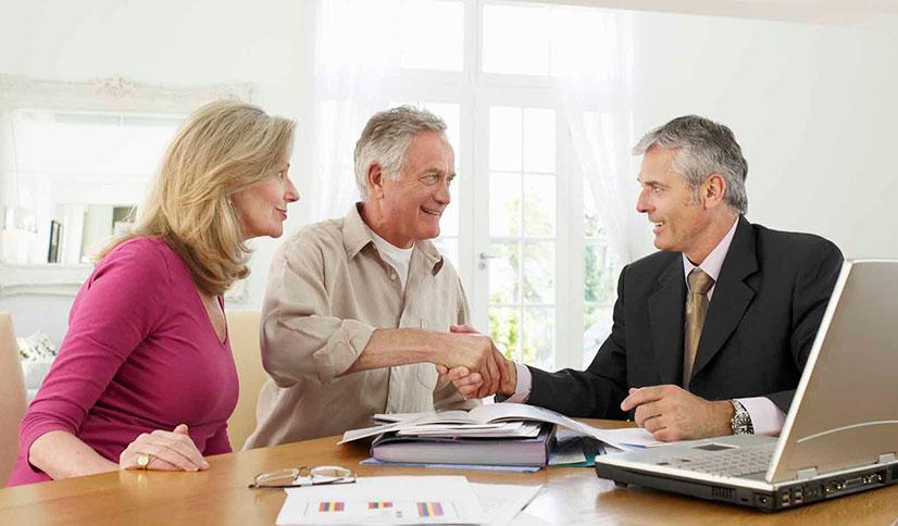 Изображение - Оформление дома в собственность без документов older-couple-financial-advisor