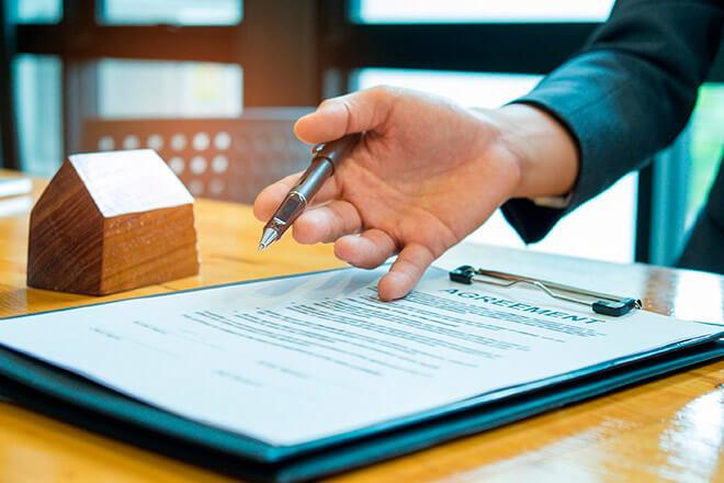 Как оформить квартиру в собственность в МФЦ?